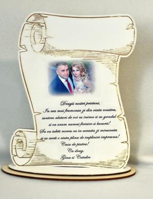 Placheta personalizata, din lemn, in forma de pergament, culoare alb – FEIS052