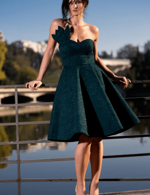 Rochie de ocazie scurta, din brocard, cu umerii goi, culoare verde imperial AGB014