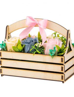 Aranjament din flori de sapun in cutie tip ladita – OMIS01243