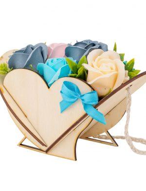 Aranjament din flori de sapun in cutie in forma de inima vertical – OMIS01244