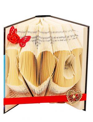 Carte I love U, sculptata in filele paginilor, 20×13 cm cu deschidere de 15 cm, OMIS1249