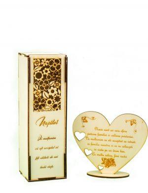 Pachet cutie pentru sticla de vin + decoratiune in forma de inimioara, cadou pentru nasi – OMIS01234