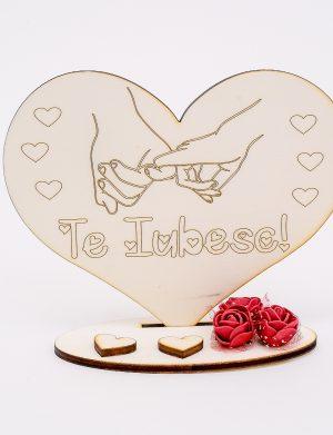 Decoratiune cadou indragostiti Te Iubesc, holding hands, din lemn, taiata si gravata laser – OMIS1022