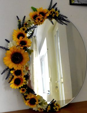 Oglinda decorata partial cu floarea soarelui din matase FEIS002