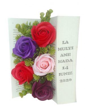 Aranjament din flori de sapun realizat in carte reala, cu mesaj  – OMIS01307