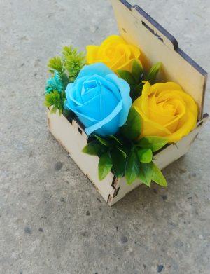 Aranjament floral in cutie patrata – OMIS01286