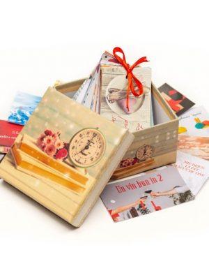 52 Reasons Love You, mesaje-cupon, cutii sub diverse modele, multicolor