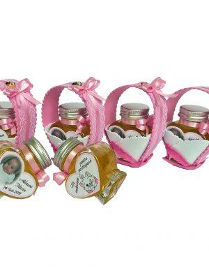 Marturii dulci, borcan de miere 90 g in forma de inimioara, personalizat cu fotografie si data evenimentului, in cosulet handmade din fundita dubla, culoare la alegere