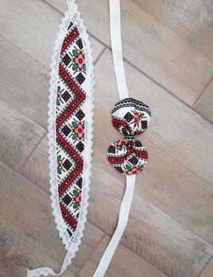 Set dezgatit mireasa 5 piese, model alb cu motive traditionale, palarie neagra si marama, ODIS003