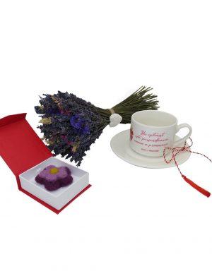 Set cadou 3 piese, pentru ea, buchet de lavanda, brosa din lana impletita manual si ceasca cafea, ILIF1029