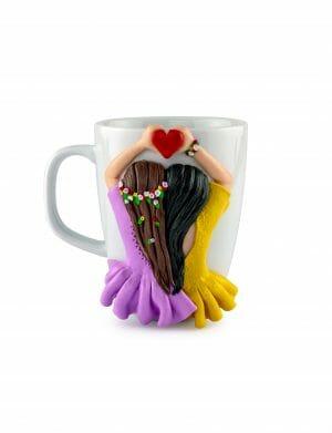 Cana Fimo decorata cu 2 Fete ce tin o inimioara, cadou pentru sora, mama, prietena, YOB21206