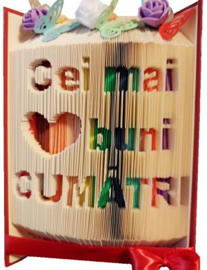 Carte personalizata Cei mai buni Cumatri, din lemn, personalizata, cu textul sculptat pe file, multicolor OMIS002