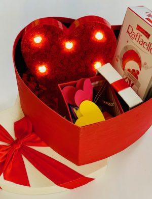 Cutie Cadou cu 30 motive Te Iubesc tip inima, licheni stabilizati si cutie 8 bomboane Raffaello, YODB002
