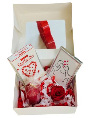 Cutie cadou cu suport cu trandafir criogenat, tablou dimensiuni 10x15cm, lumanare, 8 bomboane Rafaello, YODB006