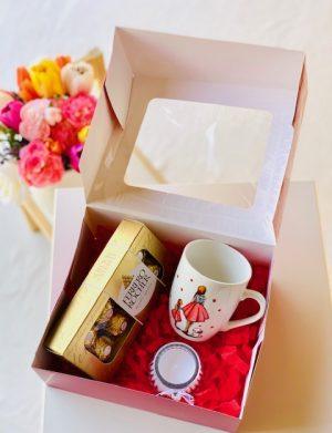 Cutie Cadou cana pictata manual Mama & Fiica & Catelus, lumanare in borcana 8 bomboane Ferrero Rocher, YOB019