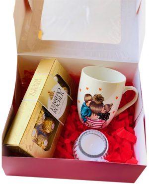 """Cutie Cadou cana pictata """"Mama & fiu & fiica"""", lumanare in borcan si 10 bomboane Ferrero Rocher, YODB023"""