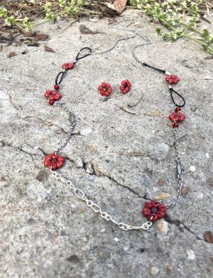 Set colier + cercei floricele rosu cu argintiu