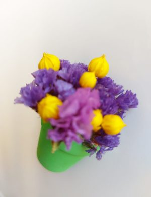 Marturie jumatate de ghiveci cu magnet si flori uscate AMB26035