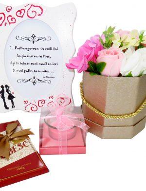 Set cadou Indragostiti, 4 piese, cu rama foto si ciocolata – ILIF1839