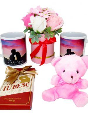 Set cadou Indragostiti, 5 piese, cu jucarie din plus si ciocolata – ILIF1838