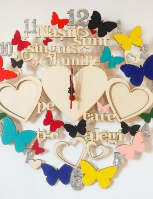 Ceas personalizat, cu fluturi, cu doua rame foto in forma de inima, cadou nasi, multicolor – OMIS200