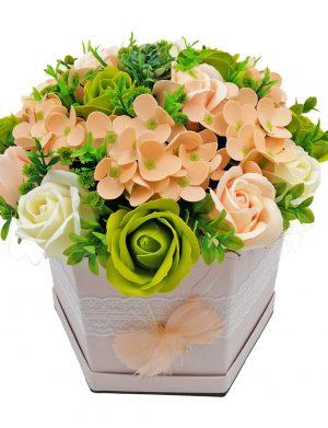 Aranjament Delicate Touch, trandafiri de sapun, culori delicate somon, crem si nuante de verde, DSPH10210