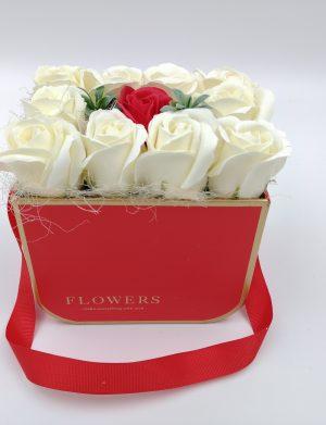 Aranjament Little White Roses, trandafiri de sapun albi si rosii, in cutie rosie, DSPH1023