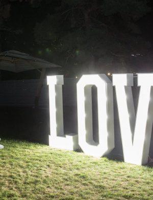 """Inchiriere Litere volumetrice cu lumini, """"LOVE"""", 80 cm inaltime"""