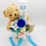 Lumanare botez cu jucarie Ursulet si ornata cu flori uscate – ARBC192