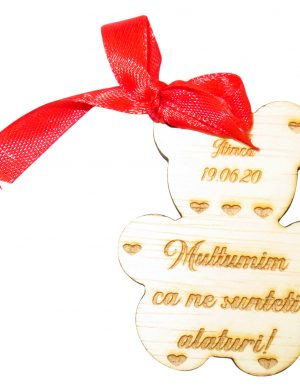 Marturie ursulet, din lemn, personalizata, maro cu fundita rosie, OMIS1810