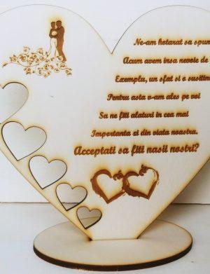Cadou Vreti sa fiti nasii nostri, din lemn, in forma de inimioara, mesaj personalizat, culoare beige OMIS001