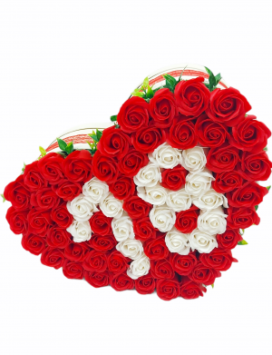 Cadou 18 ani, Aranjament trandafiri rosii si albi de sapun in forma de inima, diam. 38 cm, ARBC1102