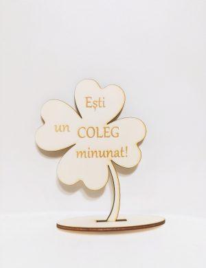 Decoratiune cadou din lemn pentru coleg, dimensiuni 15.5×12 cm – OMIS01203
