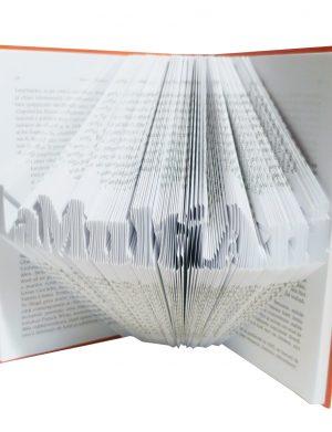 Carte reala sculptat in pagini mesajul La Multi Ani, dimensiuni 20×13 cm – OMIS01205