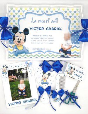 Set mot Baby Mickey Mouse, 7 piese, personalizat, din lemn, cu fundite albastre si ornamente multicolore DSPH004
