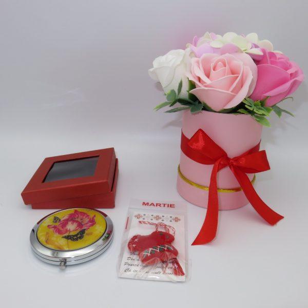 Set cadou cu oglinda martisor ie din fetru si aranjament trandafiri sapun 23h Events 3