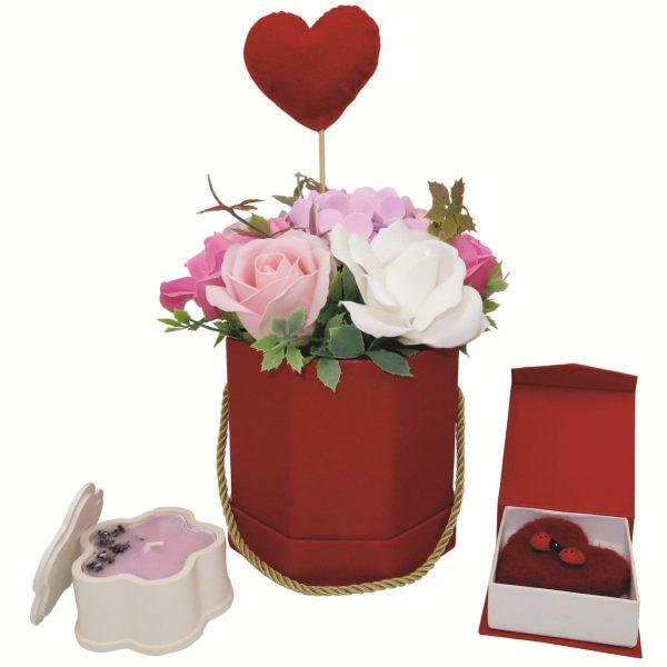 Set cadou pentru ea 3 piese ghiveci cu flori de sapun lumanare cu petale de lavanda si brosa realizata manual in Romania ILIF10105 6