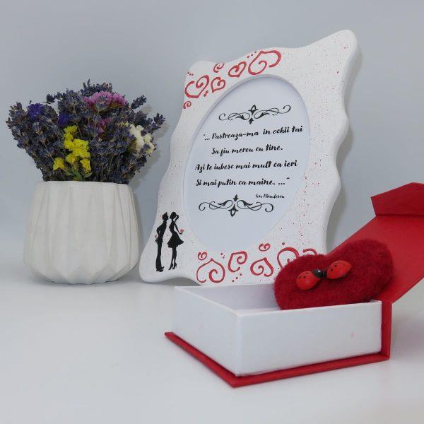 Set cadou pentru ea cu indragostiti 3 piese ghiveci cu flori de lavanda rama foto indragostiti si brosa realizate manual in Romania ILIF10104 2