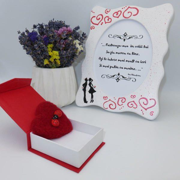 Set cadou pentru ea cu indragostiti 3 piese ghiveci cu flori de lavanda rama foto indragostiti si brosa realizate manual in Romania ILIF10104 3