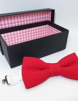 Set cadou pentru el, 4 piese, papion rosu in cutiuta, rama foto indragostiti si o sticla de vina Maiastru 250 ml, ILIF1027