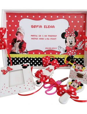 Set mot Baby Minnie Mouse, 7 piese, personalizat, din lemn, cu fundite rosii cu buline, ornamente rosu cu negru DSPH006