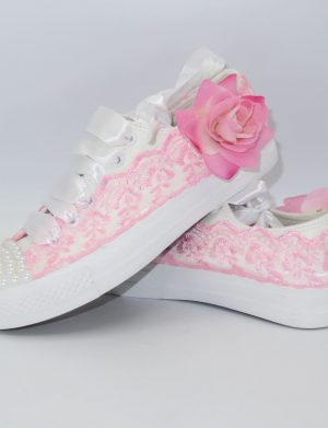 Tenisi pentru mireasa de culoare roz, cu flori artificiale si margele – ARBC004