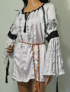 Ie romaneasca stilizata dama, bumbac 100% de calitate superioara, brodata cu motive traditionale – LLDJ10123