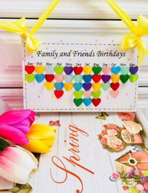 Calendar cu inimi, din lemn, cu inimi din hartie cartonata, personalizat, multicolor