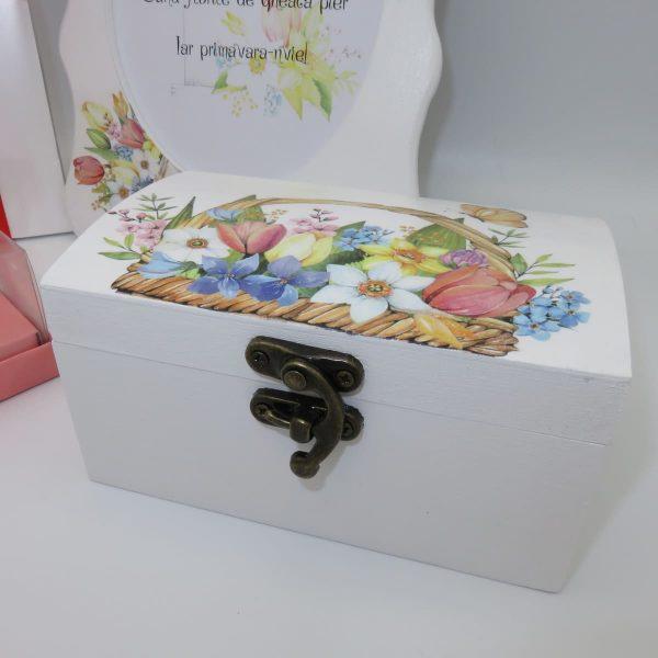 se cadou martie cutie bijuterii rama foto bomboane si lumanare 2