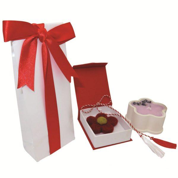 set cadou martie cutie bomboane brosa si lumanare cu petale de lavanda 1