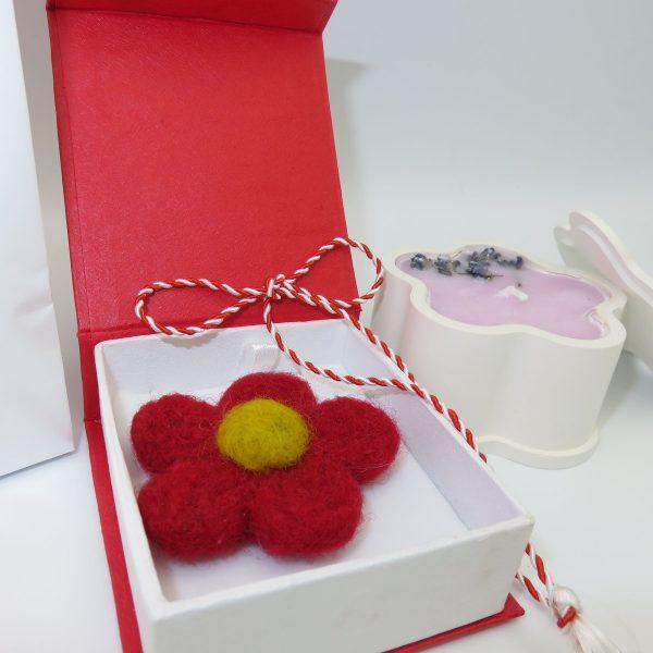 set cadou martie cutie bomboane brosa si lumanare cu petale de lavanda 2