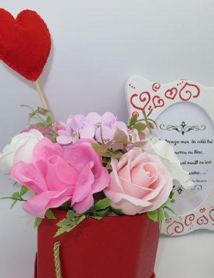 Set cadou pentru iubita cu rama foto si aranjament cu trandafiri de sapun, ILIF10215